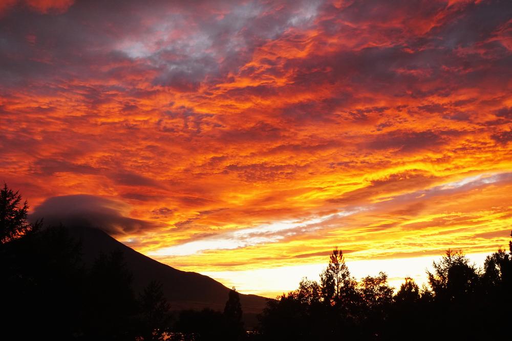 夕焼けの富士山の写真